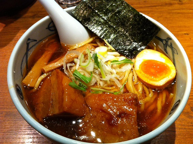 新宿で麺屋武蔵「武蔵ら~麺」を食べてみました。