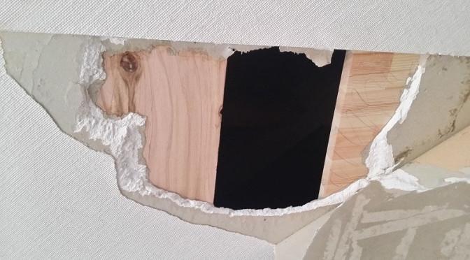 石膏ボードを補修してみました。