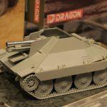 ドラゴン 135 WW.II ドイツ軍 15cm s.IG.332(Sf)重歩兵砲搭載 38(t)ヘッツァー駆逐戦車 模型ホビーショー2016
