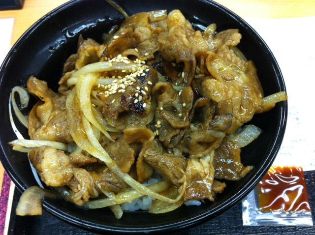 吉野家の牛焼肉丼も食べてきました。